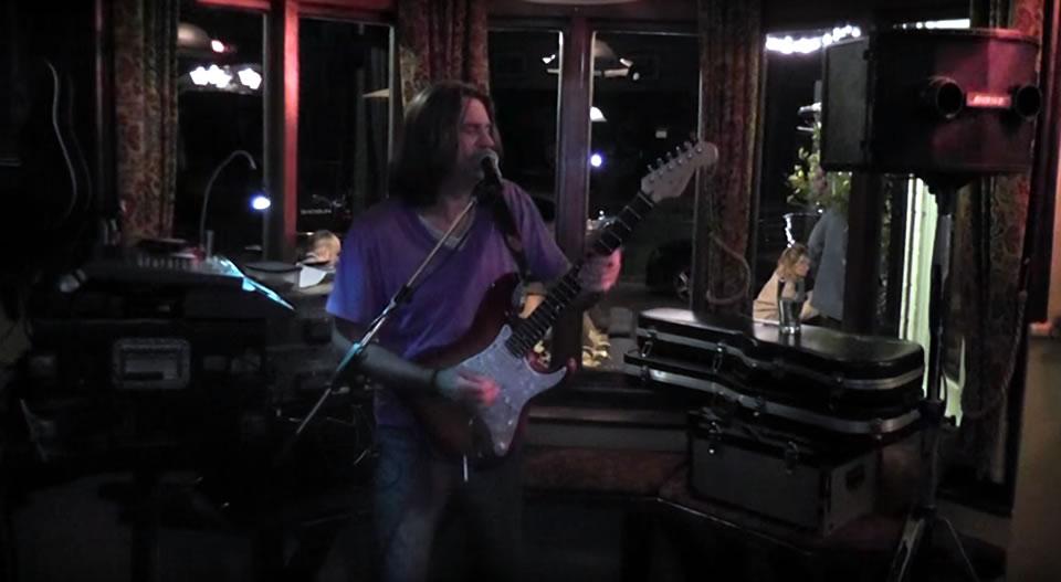 Robbie Lee – Live Music at Sullivans Wine Bar Weybridge