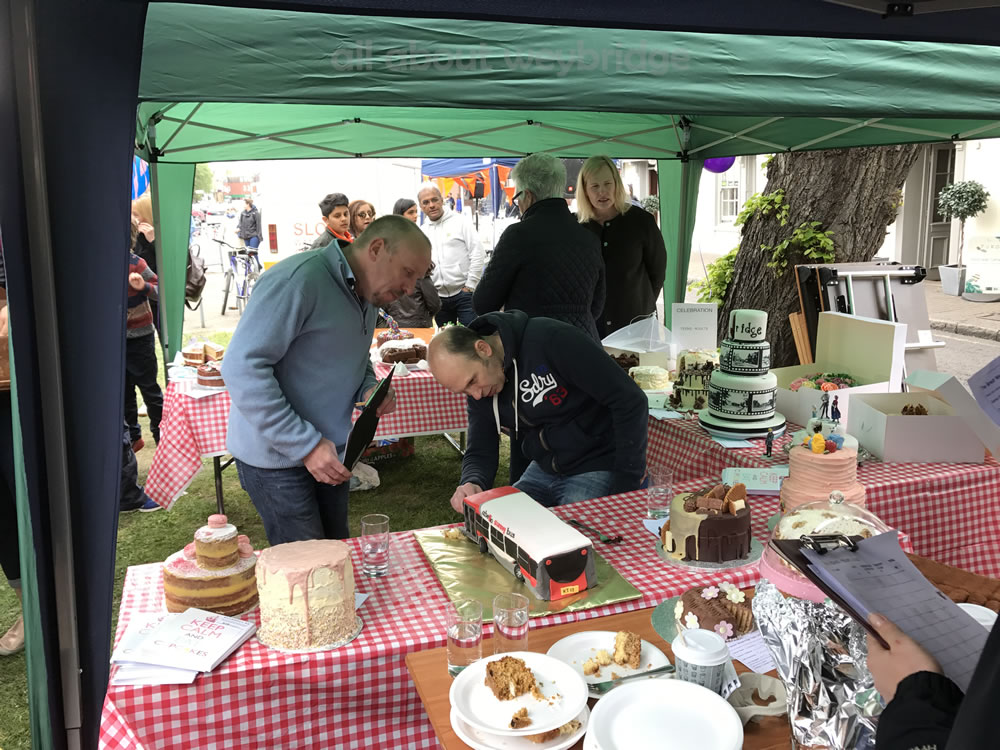 judges-cut-abelio-bus-weybridge-cake-off