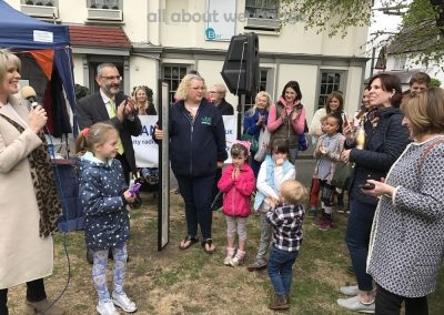 overall-winner-family-receives-congratulations-weybridge-cake-off
