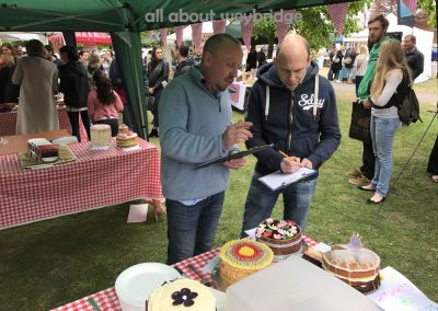 weybridge-cake-off-family-bakes-judged-bachmanns-simply-cakes