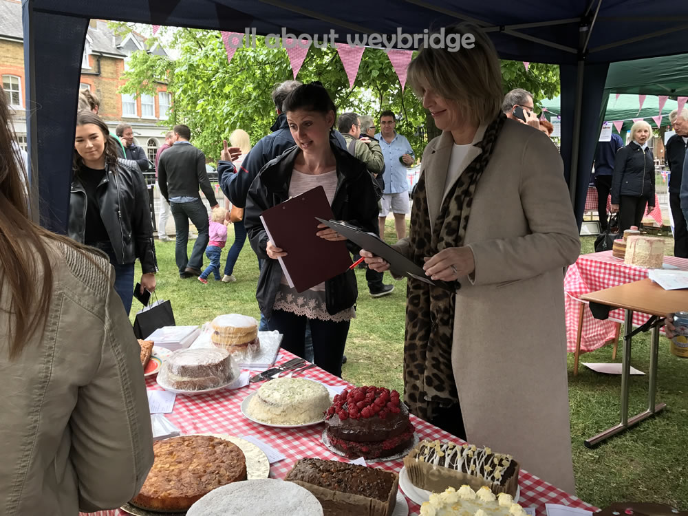 weybridge-cake-off-family-bakes-judged-ruth-langsford-gemma-kitchen-shop