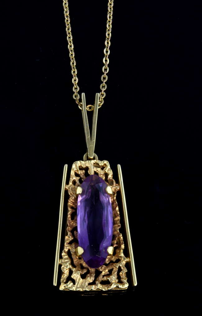 Woking Surrey Jewellery Auction - Abstract design pendant set with oval faceted amethyst, pendant stamped 585 for 14 ct gold