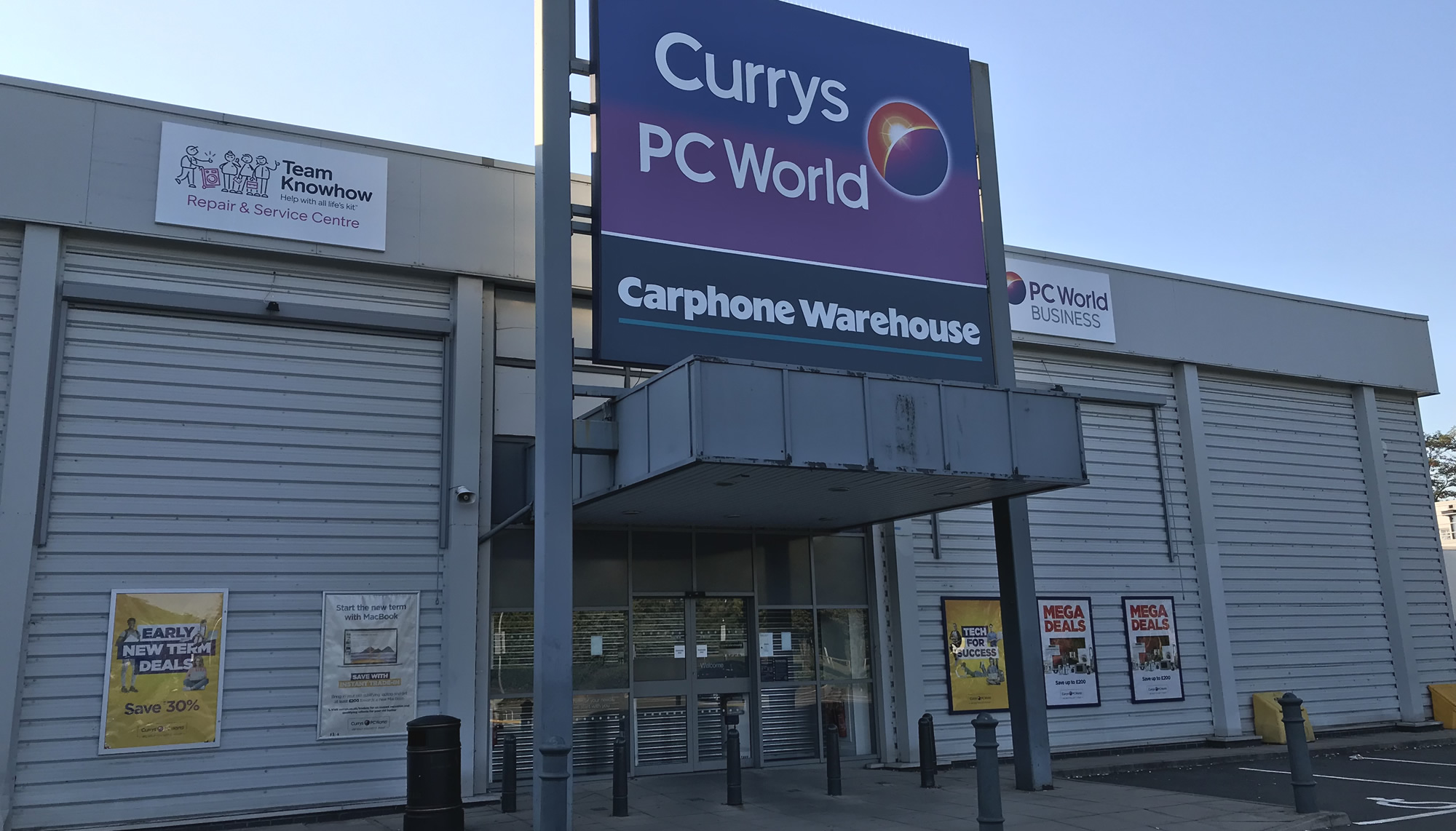 Currys PC World Brooklands Surrey