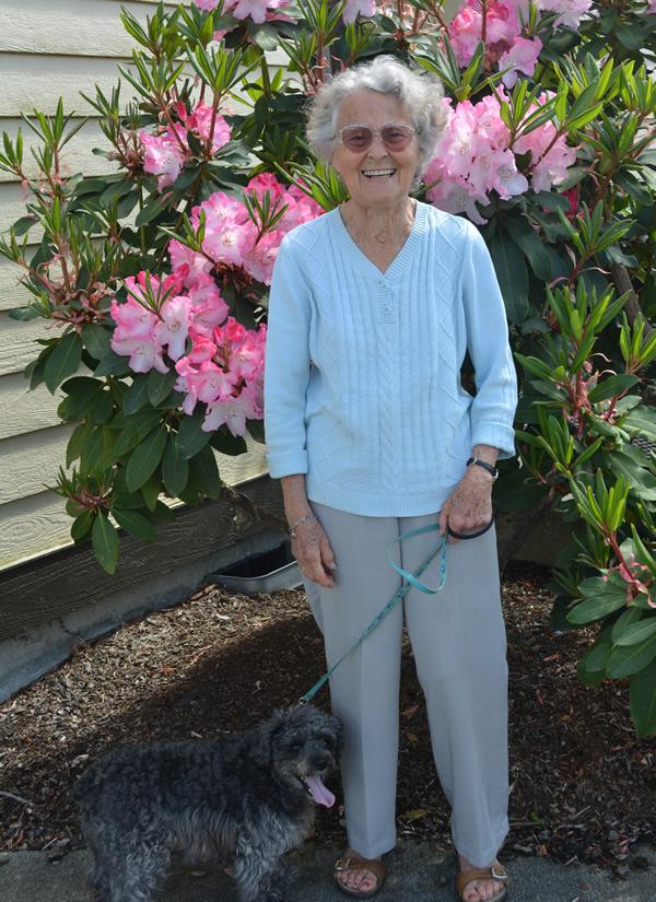 Weybridge Obituary - Mavis Higgins Scanes with Dog Nibs