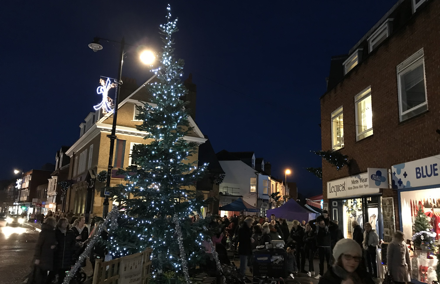 Weybridge Christmas Tree & Market Stalls in Baker Street