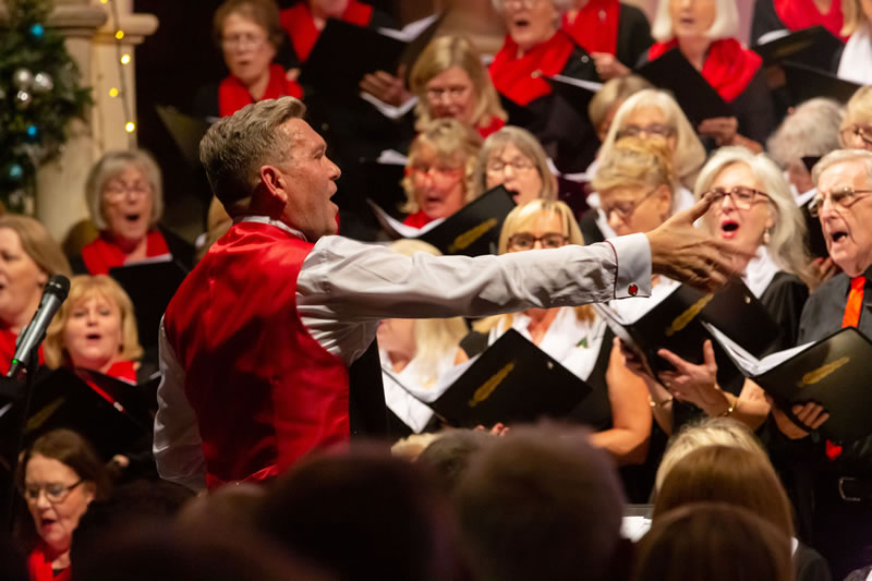 Elmbridge Mixed Choir led by Musical Director Clif van Tonder - Surrey Music Christmas Concert
