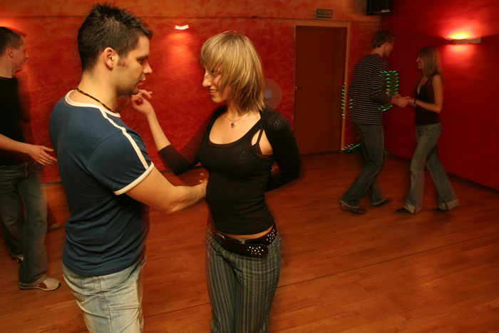Dance Classes - Weybridge Salsa - For beginners & improvers