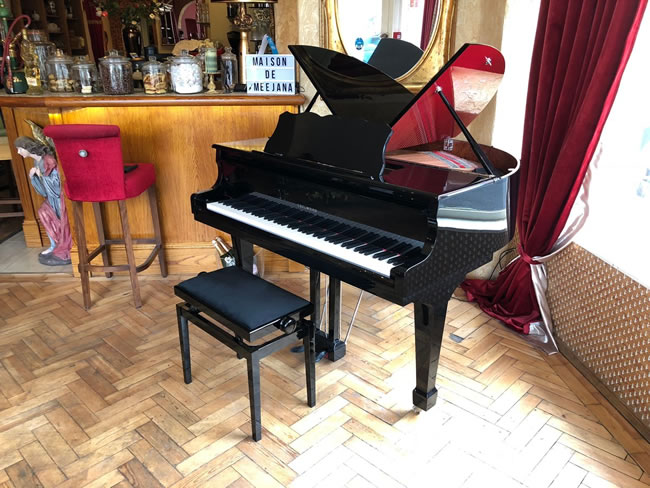 Meejana Weybridge Piano - Resident pianist Pasqual plays every week for your entertainment