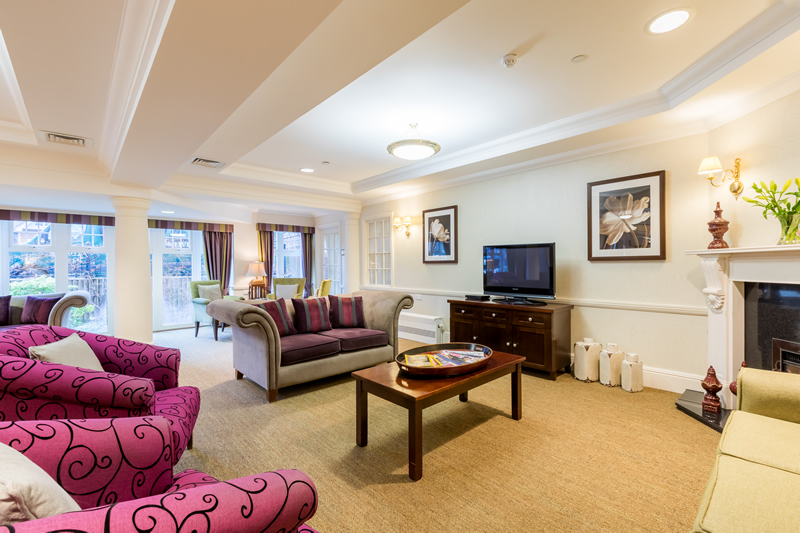 Dementia and Alzheimers Care - Sunrise of Weybridge Care Home - lounge