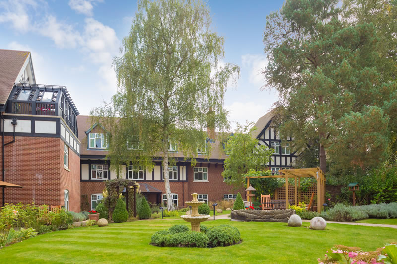 Sunrise Care Home Weybridge Surrey near Hersham - Garden