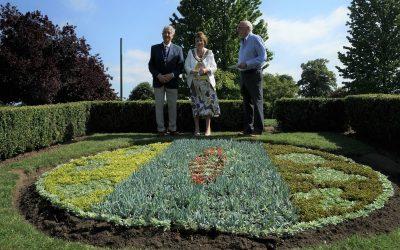 Elmbridge Mayor Unveils Flowerbed – Winner of Weybridge In Bloom Competition