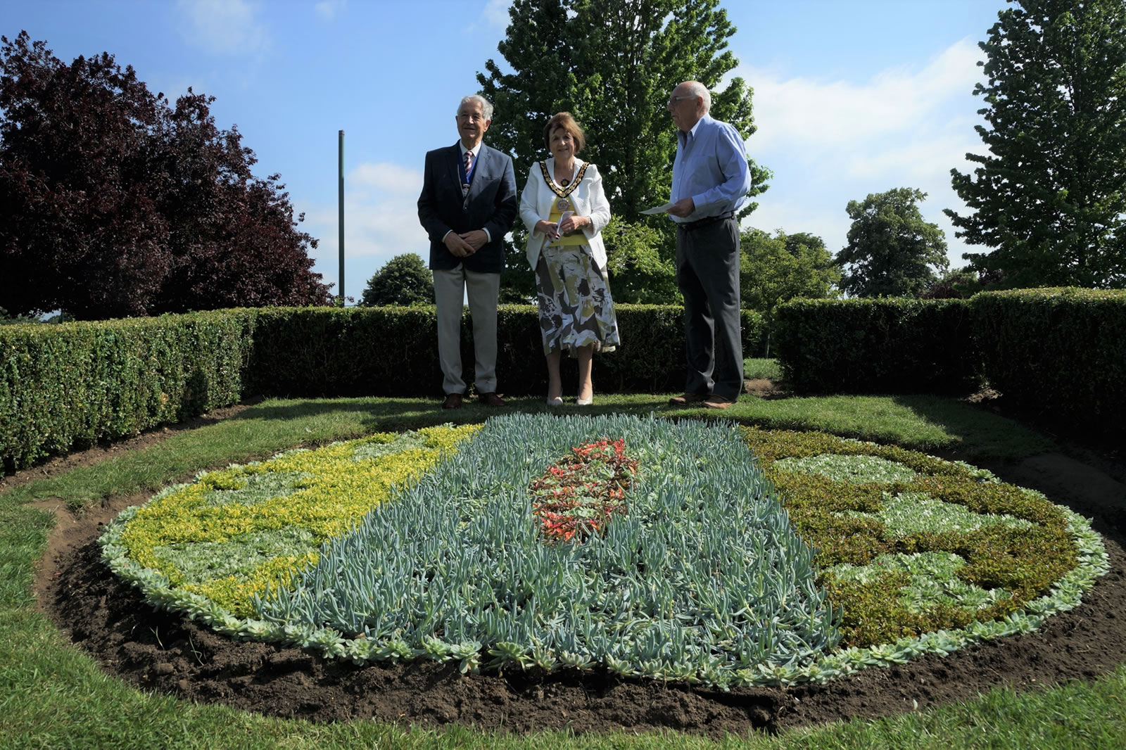 Elmbridge Mayor Unveils Flowerbed - Winner of Weybridge In Bloom Competition