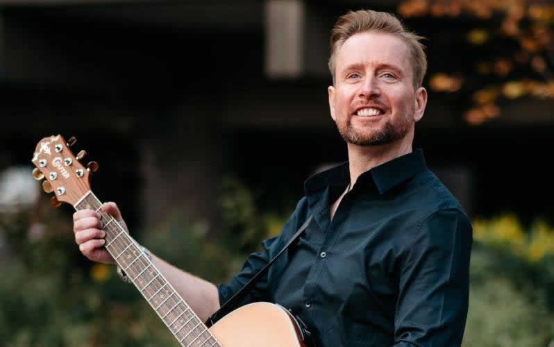 Brooklands Hotel Weybridge – Live Music Sunday With Phil Short