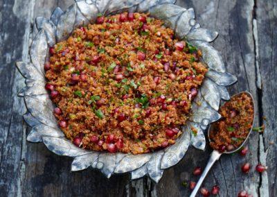 Spicy bulgur with pomegranate molasses salad