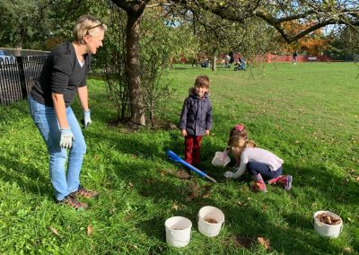 Oatlands Recreation Ground Bulb planting by Weybridge in Bloom 1