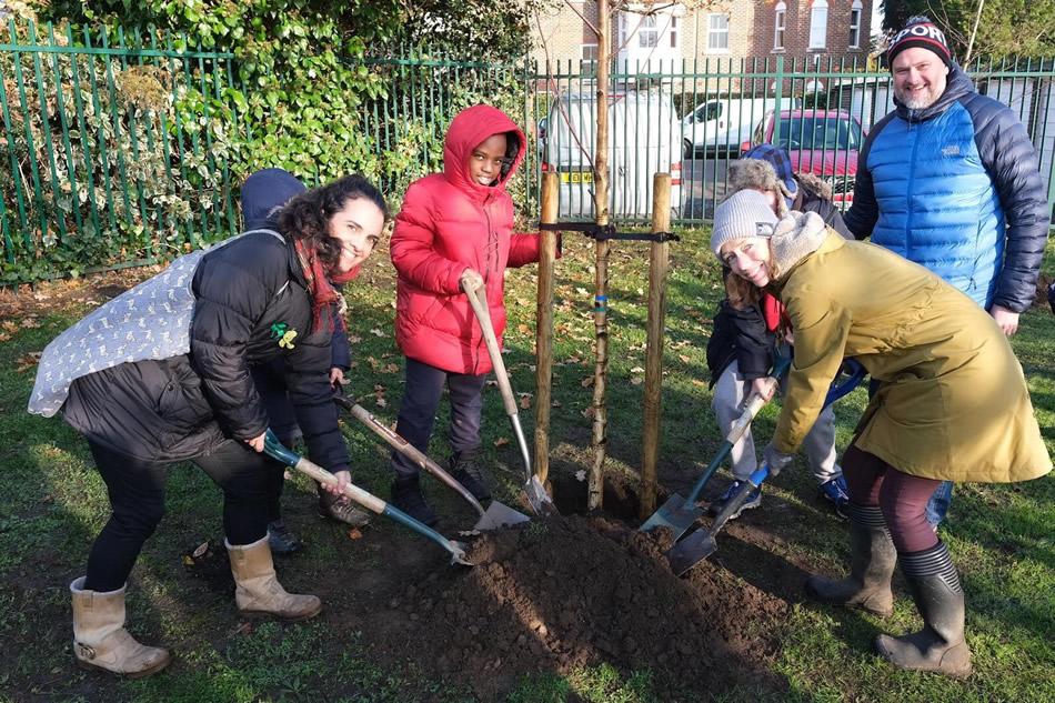 Elmbridge Environmental Concerns Team - Weybridge Tree Planting