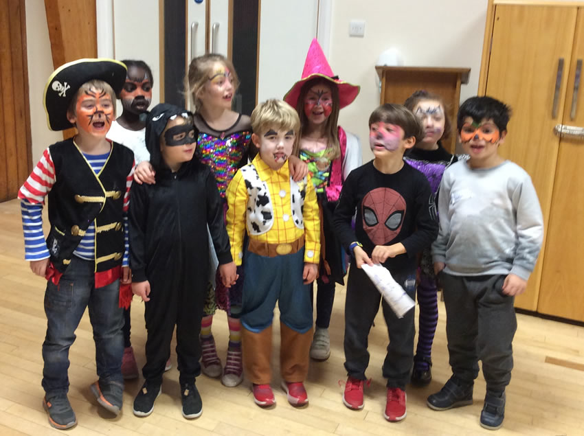 Children dressing up games - Playing at Weybridge Holiday Camp