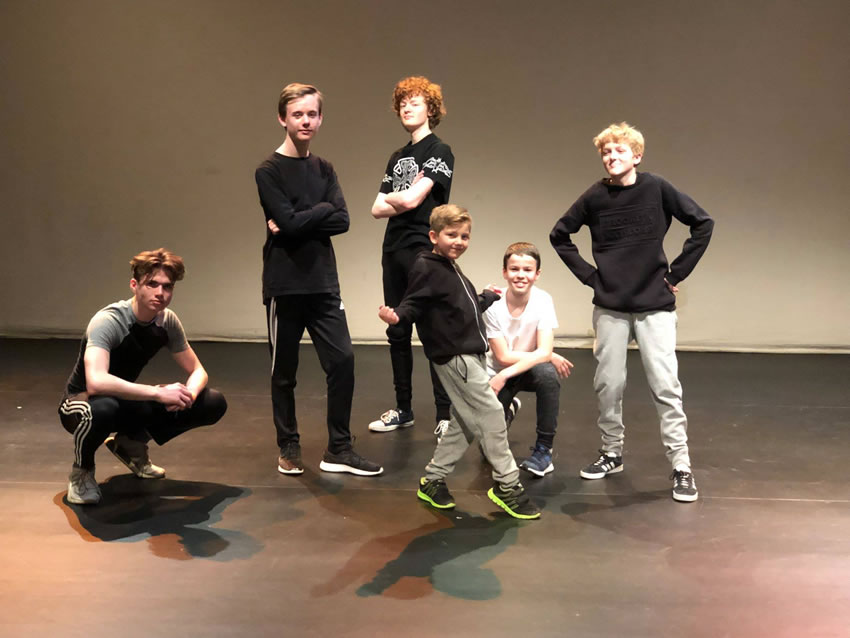 Weybridge & Local Street Dance & Hip-Hop Classes - Holly's School of Dance