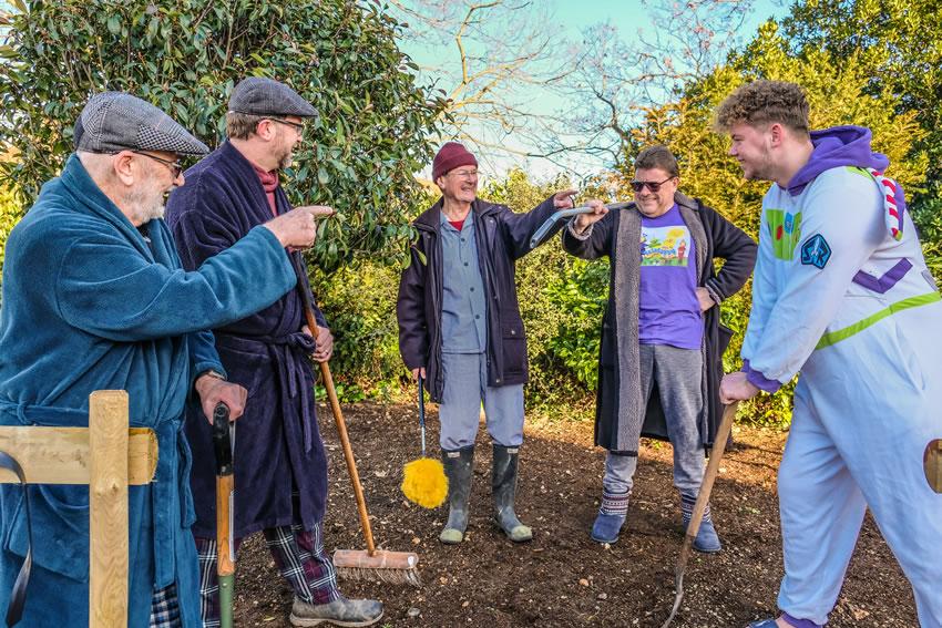 Lakesiders Weybridge - Gardening Neighbours in Pyjamas supporting Night Nurses of Princess Alice Hospice Charity