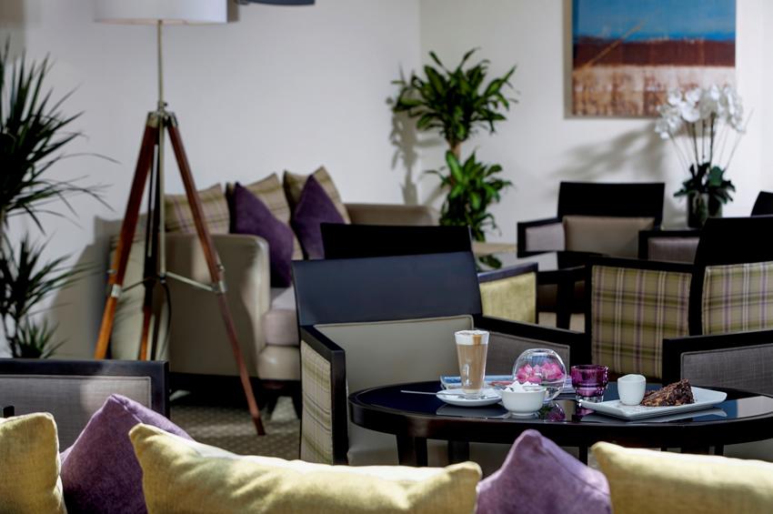 Weybridge Surrey Hotel - The Ship - Conservatory
