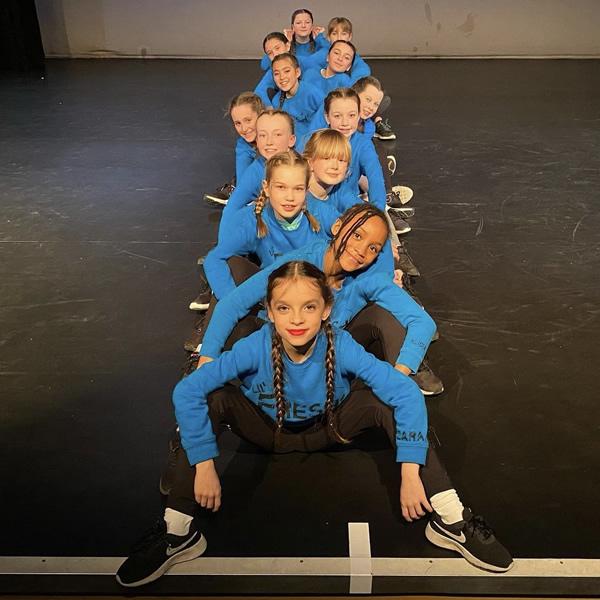 Weybridge Lil Fresh Street Dancers - Hollys School of Dance